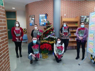 La Fundación Novaterra distribuye 15.700 flores de Pascua solidarias recaudando más de 30.000€
