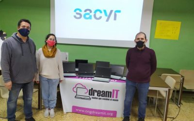 Sacyr dona 15 ordenadores portátiles a Novaterra gracias a la ong Dream It